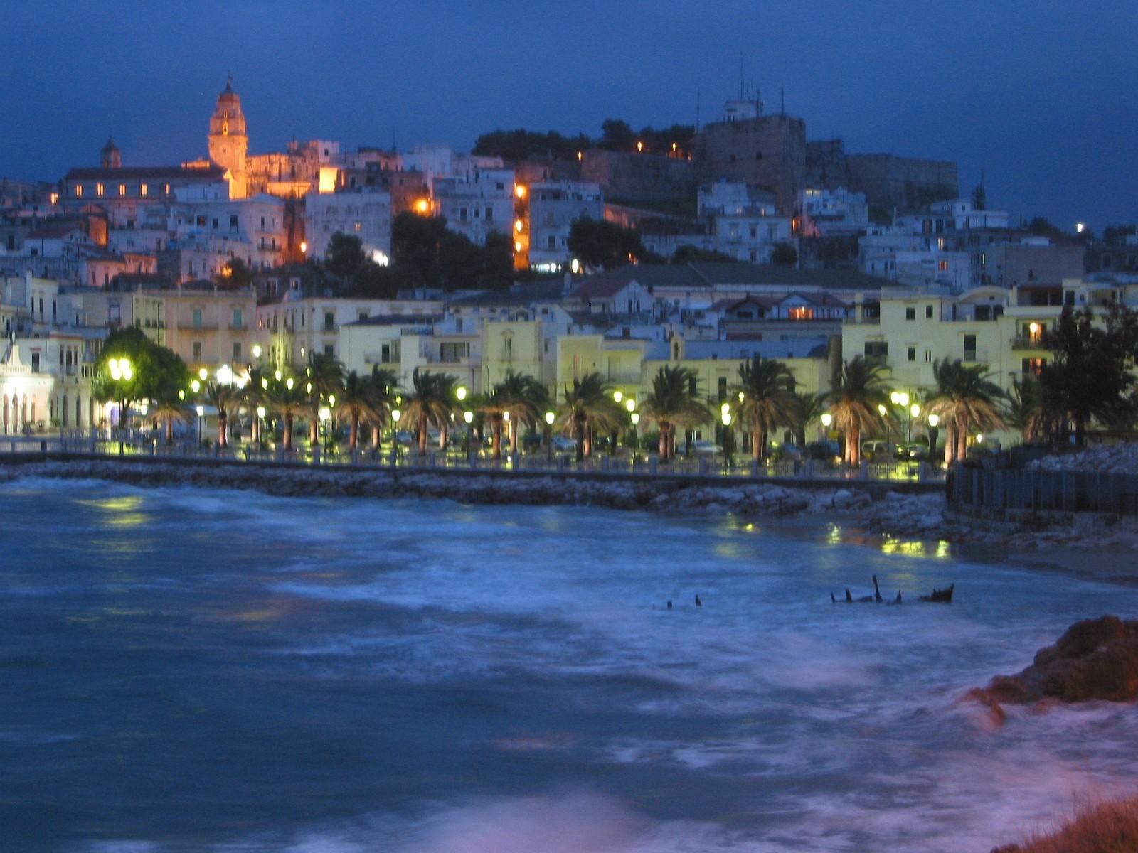 Vacanza in Puglia tra sole, mare e amori che nascono sotto l'ombrellone