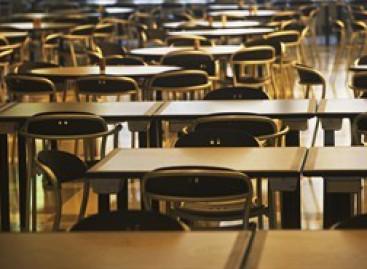 Professoressa violenta alunno: Lui la denuncia.