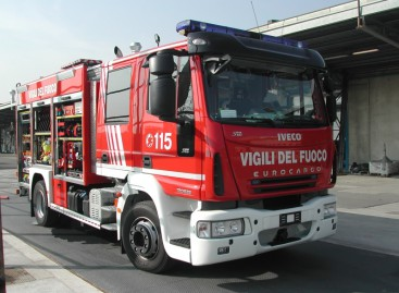 Lucera, il primo incendio dell' estate
