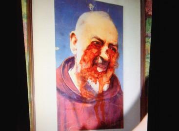 Macchie di sangue quadro di Padre Pio