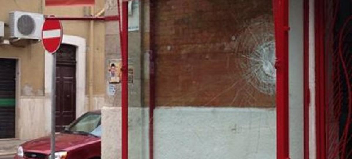 Foggia, vandali distruggono la vetrina del comitato elettorale di De Pellegrino