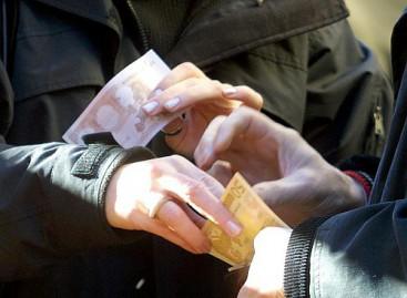 Foggia, prestava soldi e pretendeva tassi da usurai: ARRESTATA