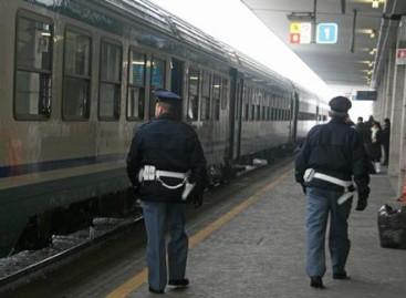 Foggia, viaggia in treno seminudo e molesta le donne