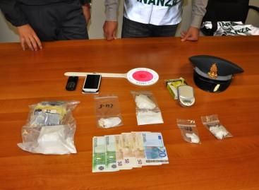 Quattro arresti e Cinque denunce da parte dei finanzieri, sequestrati oltre 350 grammi di cocaina