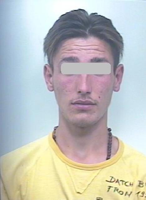 Torremaggiore, arrestato 20enne, nel suo box 1kg di droga