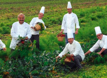 Orsara di Puglia, Il matrimonio indiano e l'orto dei miracoli a Villa Jamele