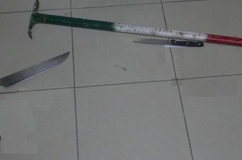 Cerignola, si affrontano sul pianerottolo con coltelli e cesoie