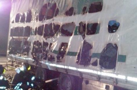 San Severo, a fuoco rimorchio carico di bottiglie di vino sulla SS 16