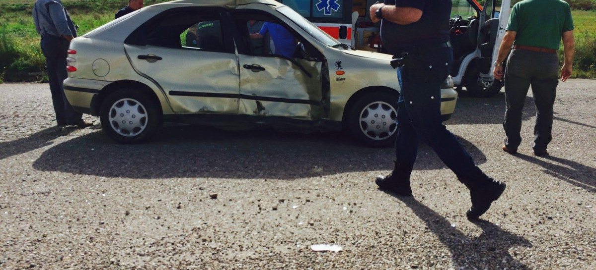 Candela, incidente stradale tra portavalori e utilitaria