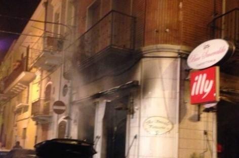 """Cerignola, incendio presso il """"Bar Smeraldo"""", quasi certa natura dolosa"""