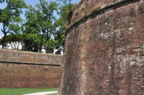 Foggia, cade giù dalle Mura a Lucca, gravi le condizioni della ventenne