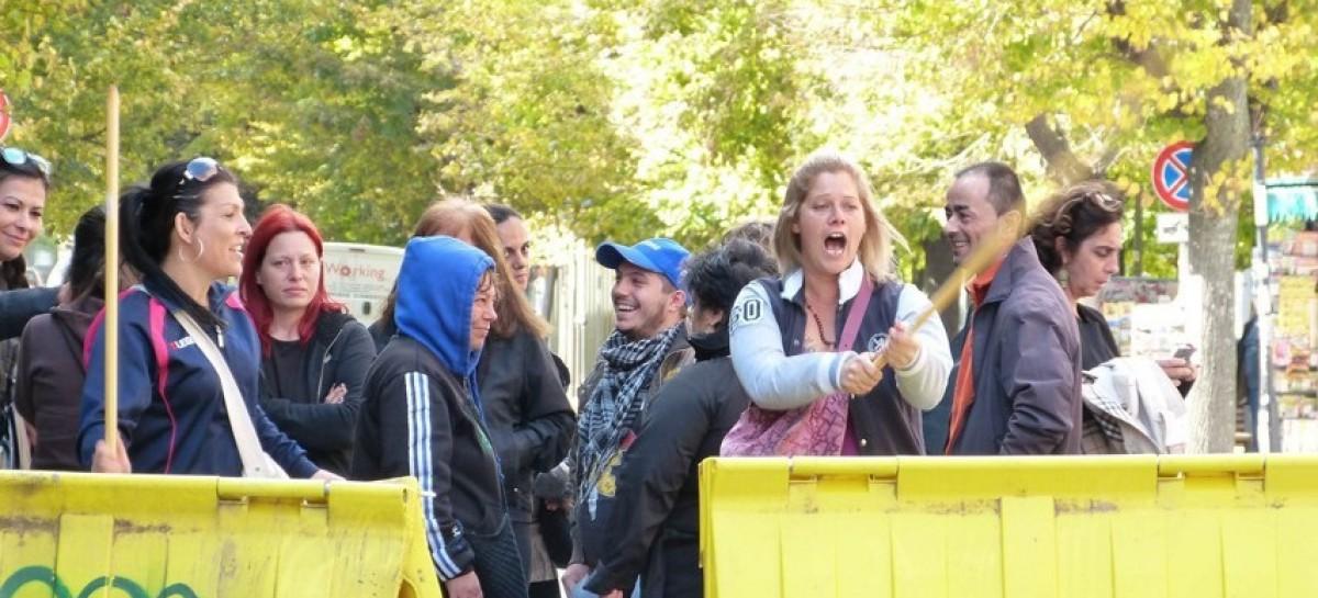 Protesta a Foggia, cassonetti svuotati davanti al Comune