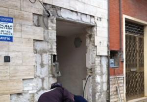 racket san severo portone distrutto bomba