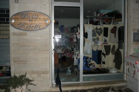 """Troia, svaligiano il negozio """"belli e ribelli"""" di Foggia, arrestati 4 foggiani"""