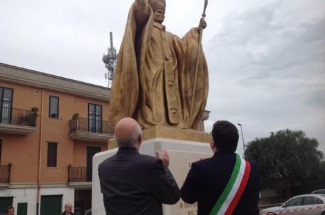 San Severo, questa mattina il taglio del nastro della statua raffigurante Papa Wojtyla