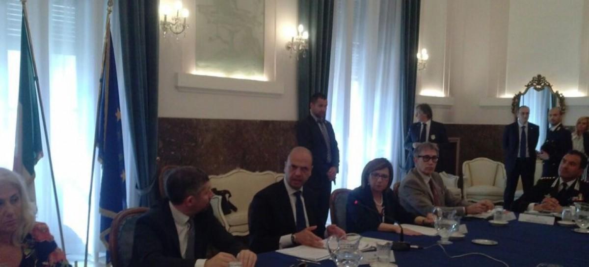 Alfano a Foggia: accolto con fischi dei manifestanti del CSOA Scurìa