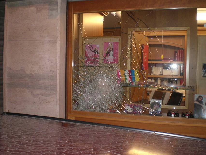 Cerignola tentato furto in un negozio di ottica preso - Ottica specchio cerignola ...