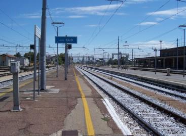 Foggia, tenta il suicidio sdraiandosi sui binari della stazione