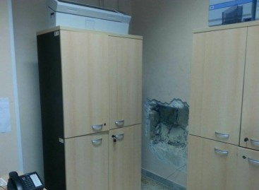 Furto cassaforte uffici comunali in Viale Kennedy, l' edificio ospita anche una caserma dei Carabinieri