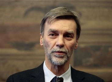 """Il ministro delle Infrastrutture e Trasporti Graziano Delrio: """"Scordatevi l' aeroporto a Foggia"""