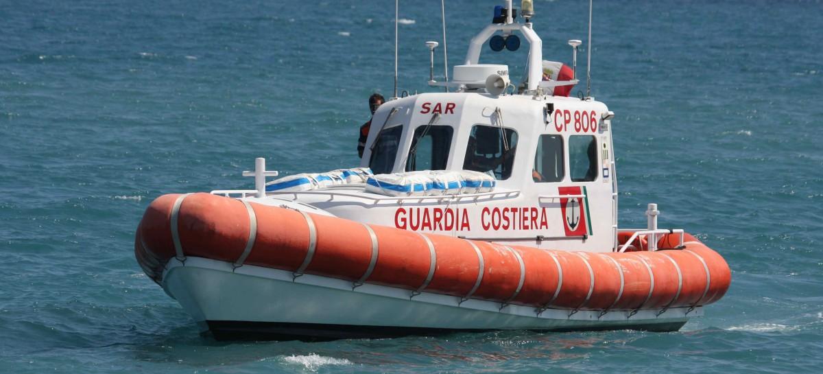 Manfredonia, auto finisce in mare: automobilista riesce ad uscire dall' abitacolo evitando il peggio