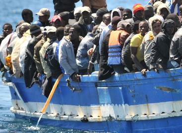 Favoreggiamento all' immigrazione clandestina: arrestati 14 soggetti