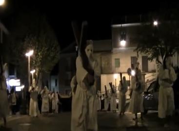 Orsara, Venerdì Santo: la processione, le croci e gli incappucciati