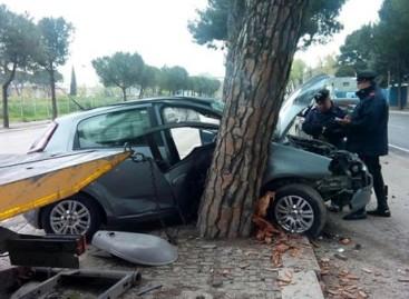 Foggia, si schianta con l'auto e fugge: Il mezzo è risultato rubato