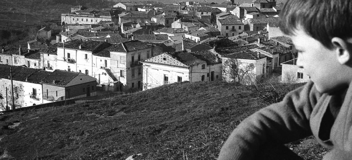 """Orsara, """"Consegna di un mondo"""": il paese in 300 foto"""