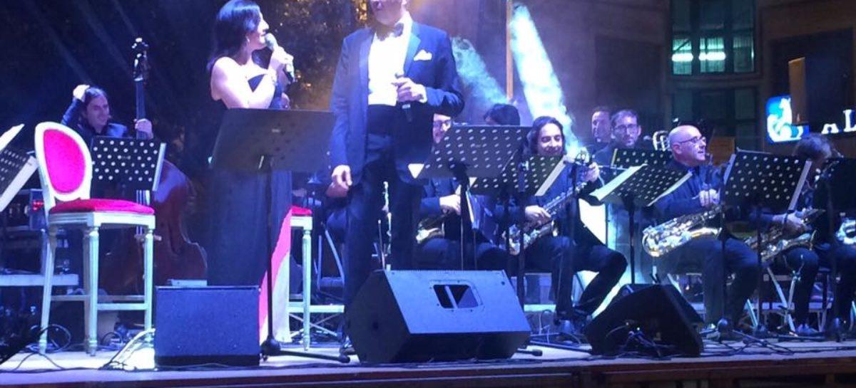 STRAORDINARIO L'OMAGGIO A SINATRA Grande successo di Officine Musicali Big Band  in Piazza, a salutare Foggia Estate