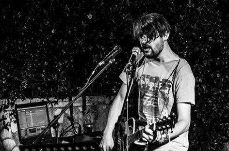 Gianluca Grazioli: un cantautore originale tra chitarra, voce e laptop  – Venerdì 16