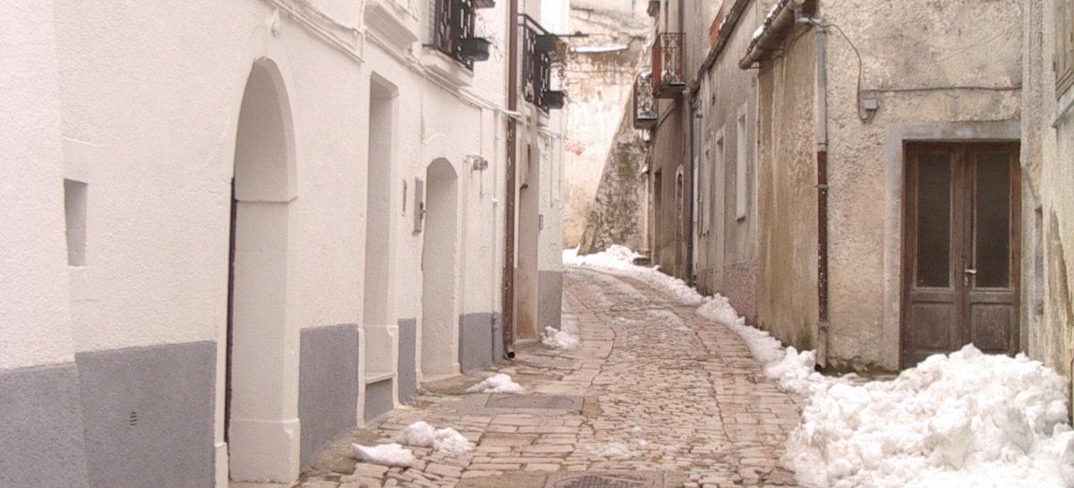 """Orsara, neve sul paese: """"Uomini e mezzi al lavoro da stamattina"""""""