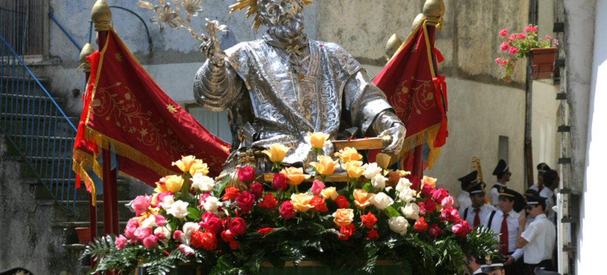 """Roseto celebra """"il buffone di Dio"""" e dalle fontane zampilla vino – 26 Maggio"""