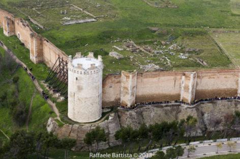 La Puglia dall'alto con Le Torri di Capitanata, Invasioni spettacolari