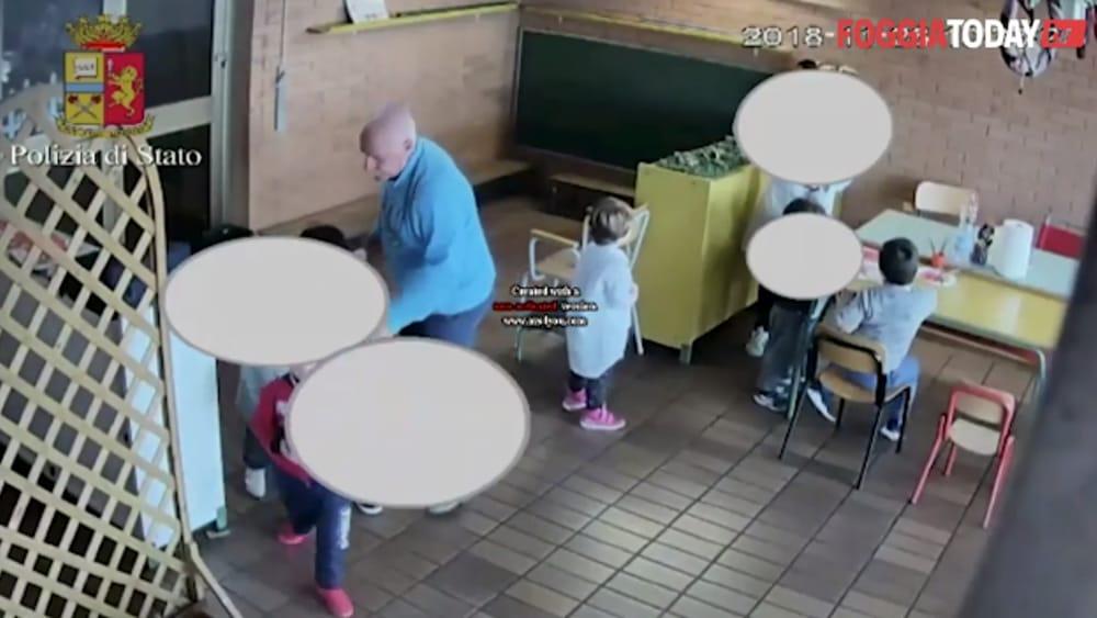 Cerignola; maestro violento in classe con gli scolari. VIDEO