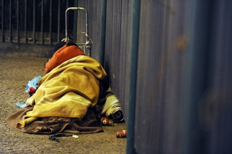 Foggia: la triste storia del clochard Nonno Libero oggi tra la vita e la morte