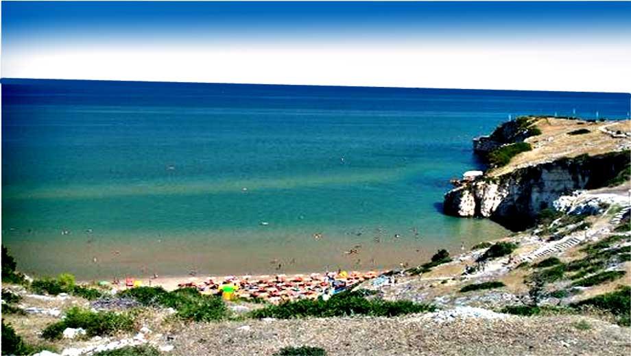 Peschici: lavori illegali nella spiaggia di Zaiana, stanno creando una l'ultima strada che andrà verso il mare