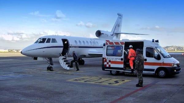 Foggia: una bimba in pericolo di morte è stata condotta da Foggia a Firenze grazie alla l'Aeronautica Militare a bordo del Falcon 50