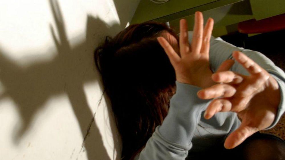 Foggia: marito 72enne violento bastonava la moglie e la costringeva ad avere rapporti sessuali